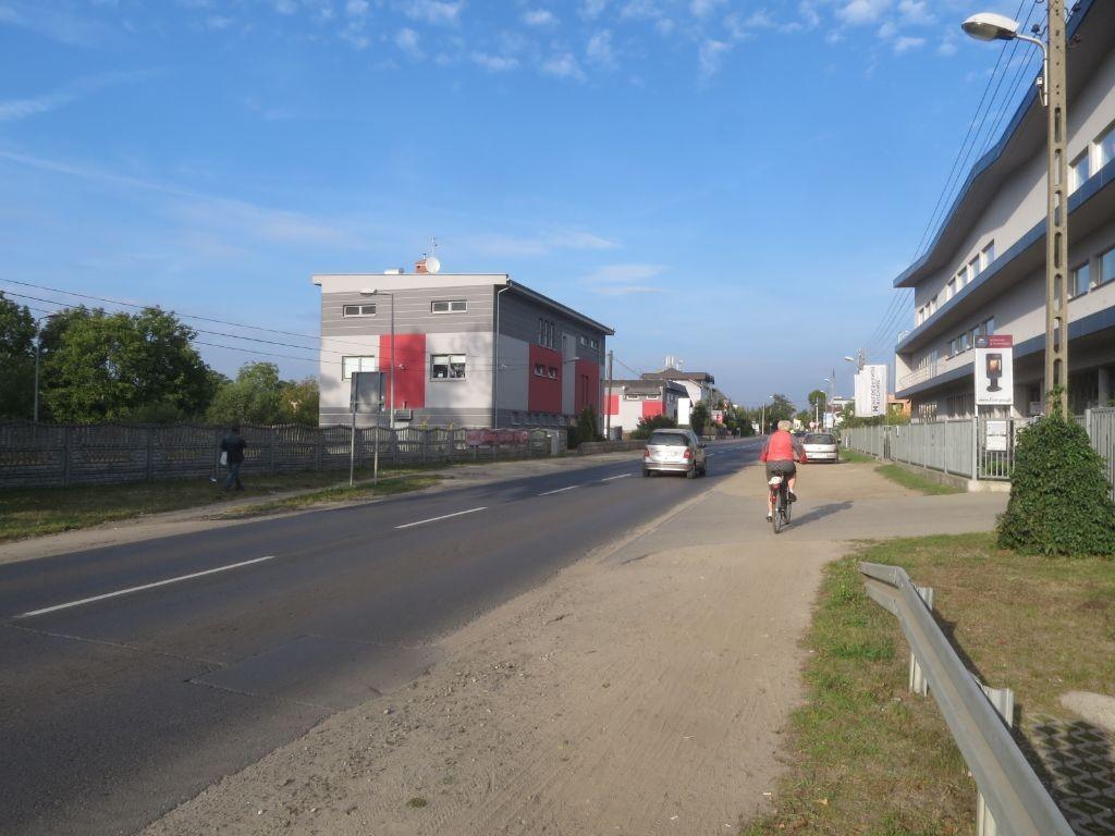 Ulica Złotowska. Rowerzyści od dawna proszą tutaj o powstanie wydzielonej infrastruktury